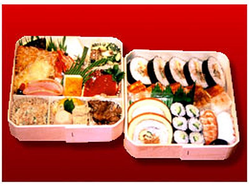 折詰弁当2段¥2100~ 折詰弁当1段¥1100~