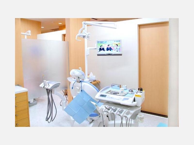 診察室 ・個室制・バリアフリー・歯周病治療・予防