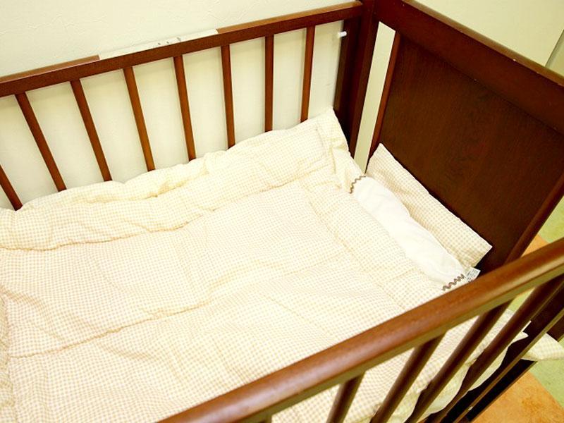 ベビーベッド完備などお子さま連れでも利用しやすい医院です