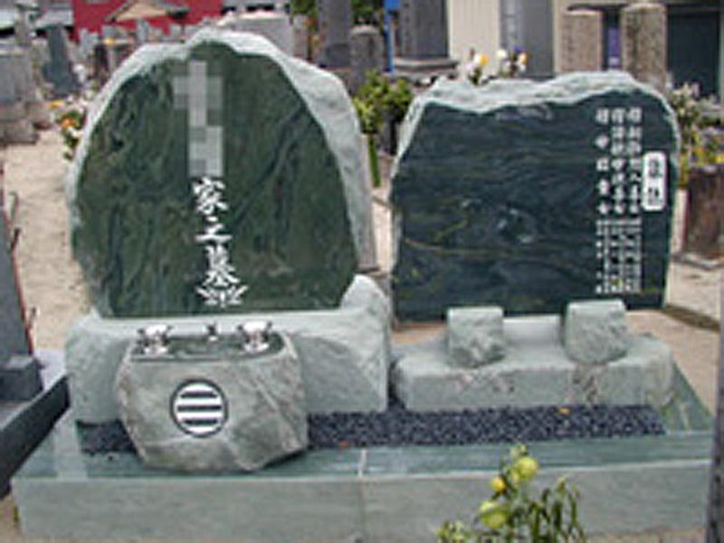 自然石型墓石