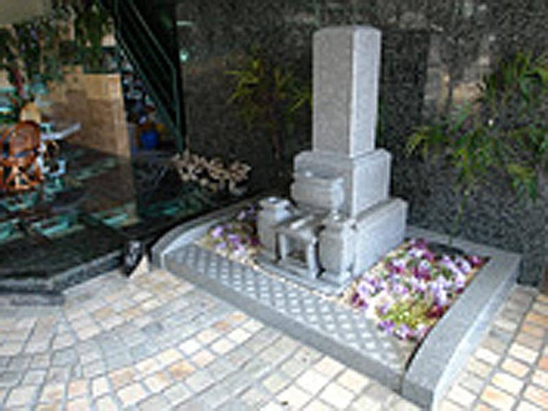 オリジナルデザイン三重型墓石+外柵(花柄模様滑り止め付き)