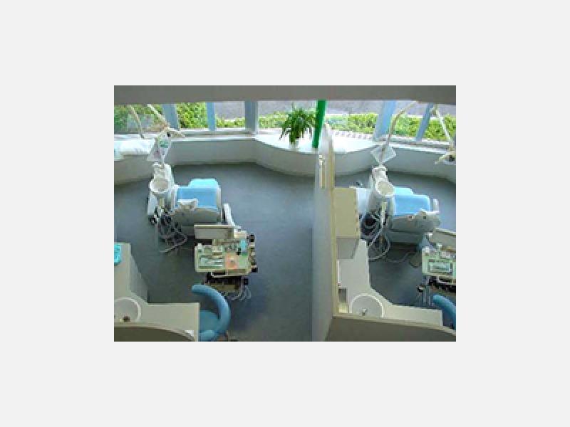 白を基調とした診療室