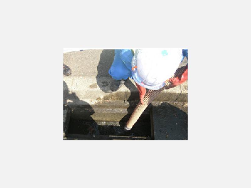 道路側溝・汚水ピット等の清掃