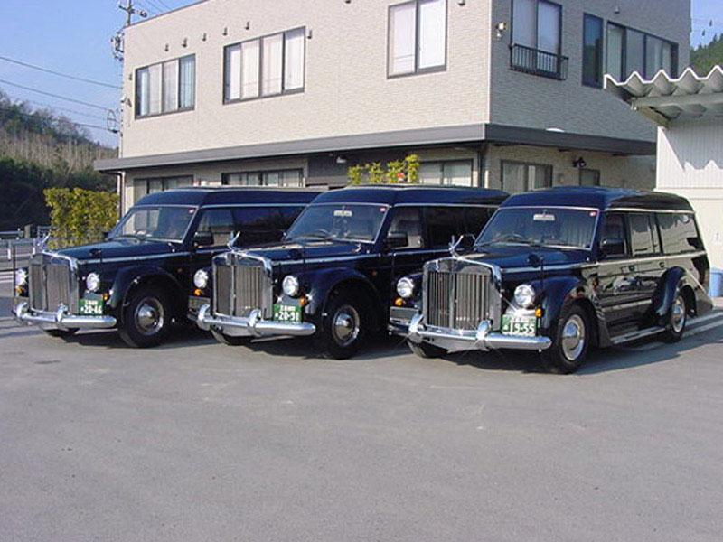 日本で数台の霊柩車 クラシック儀礼車