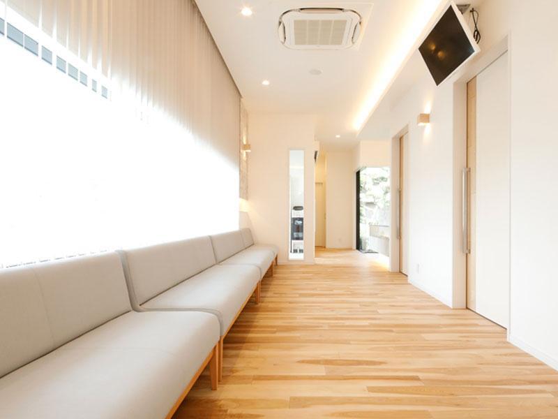待合室はリラックスできるアットホームな空間