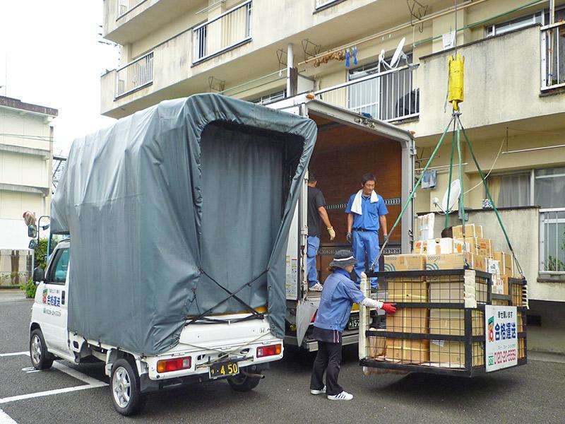 小物・雑品・段ボール等も4階へ一気に搬入します