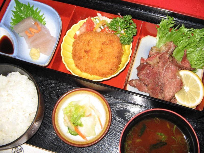 猪焼肉・シシコロッケ膳 1450円(税別)