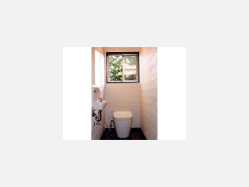 空間を広々使えるタンクレストイレ