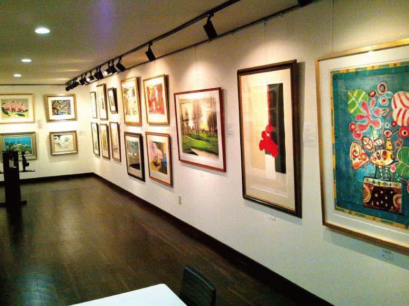 絵画や版画等の個展も開かれます