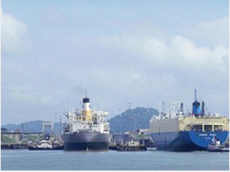 海で活躍する船舶
