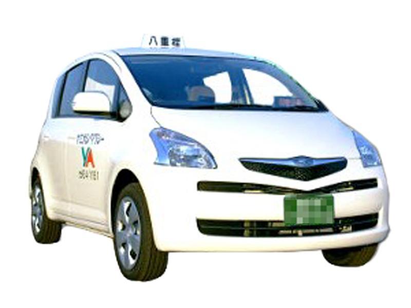小型タクシー兼福祉車両「ラクティス」