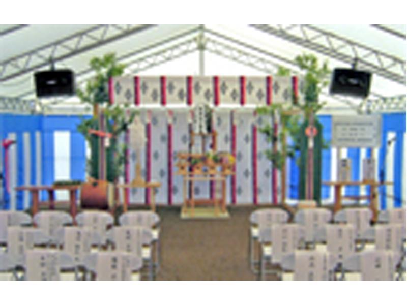 大型テントを使用した神事会場の設営