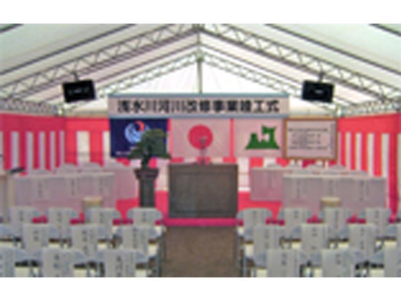 大型テントを使用した式典会場の設営