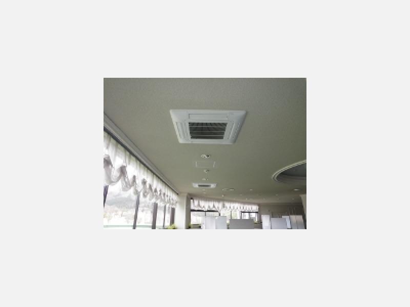 天井カセット形エアコンで天井面もスッキリ。
