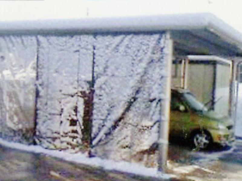 雪除け/開閉シートレールに防雪シート