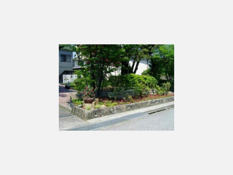 様々な植栽と小端積にて・・・。