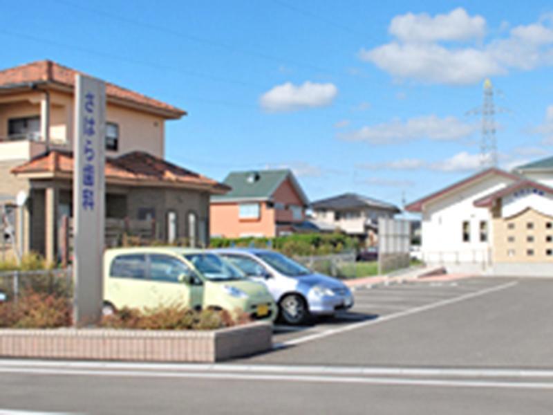 患者様の駐車場スペースは10台あります