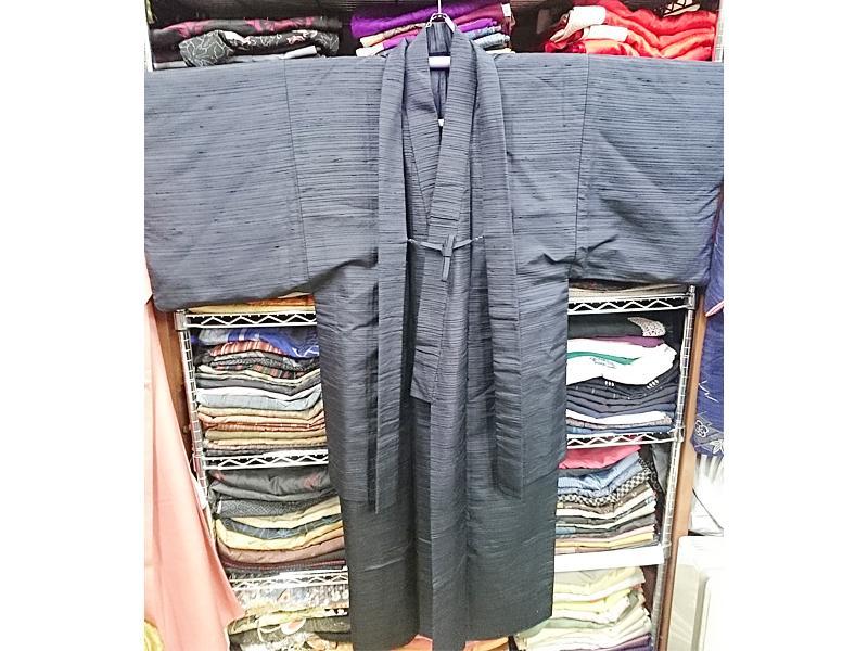 男性用の着物、羽織、長襦袢、帯も取り揃えてます
