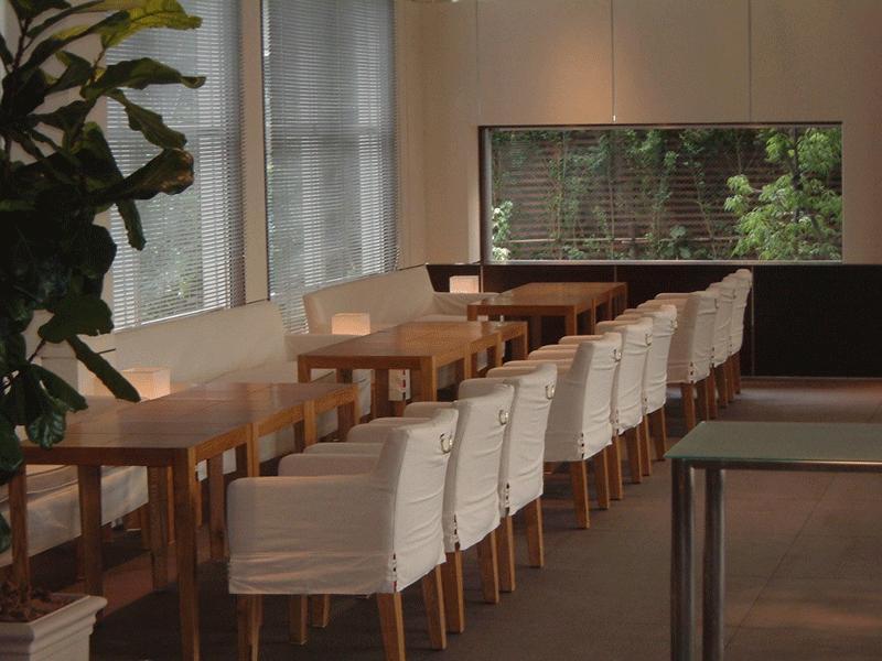 レストラン・ホテルのロビーの椅子やテーブル