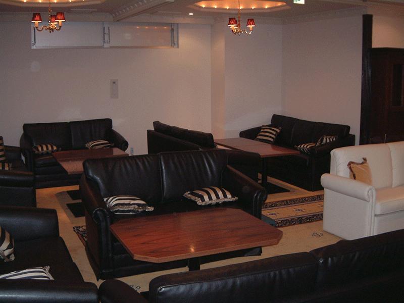 クラブ・キャバクラ・バーなどの椅子やテーブル
