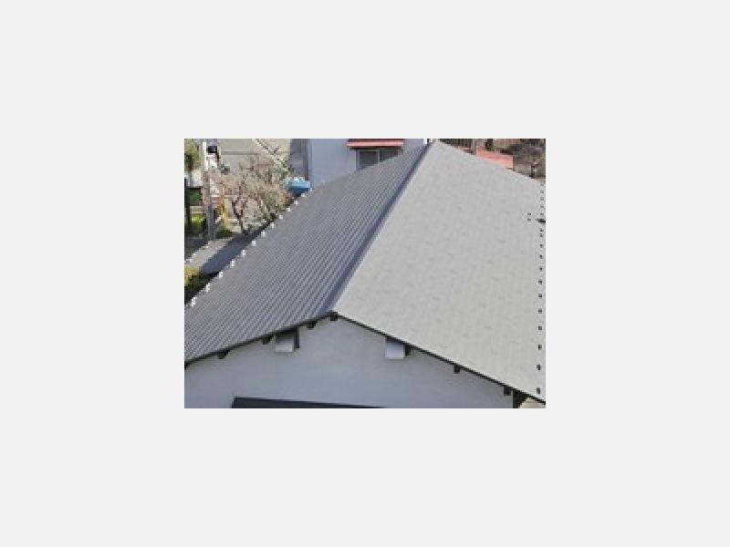 屋根の塗装も丁寧に塗りあげます