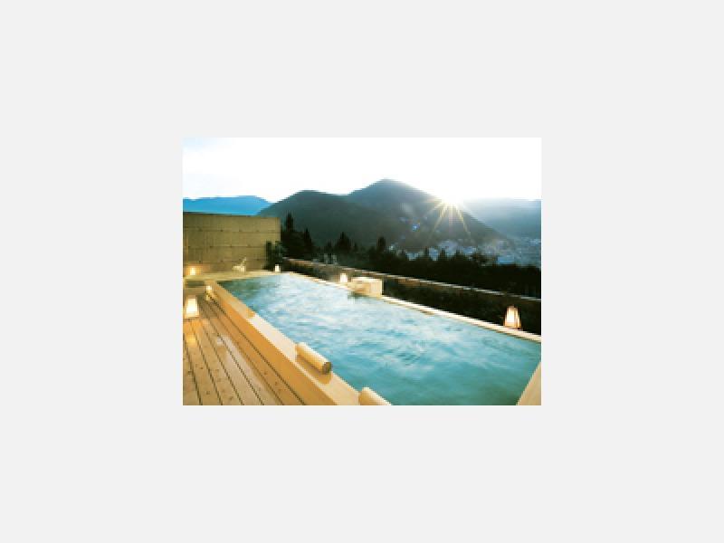 温泉街を見渡す展望露天風呂「花見月の湯」