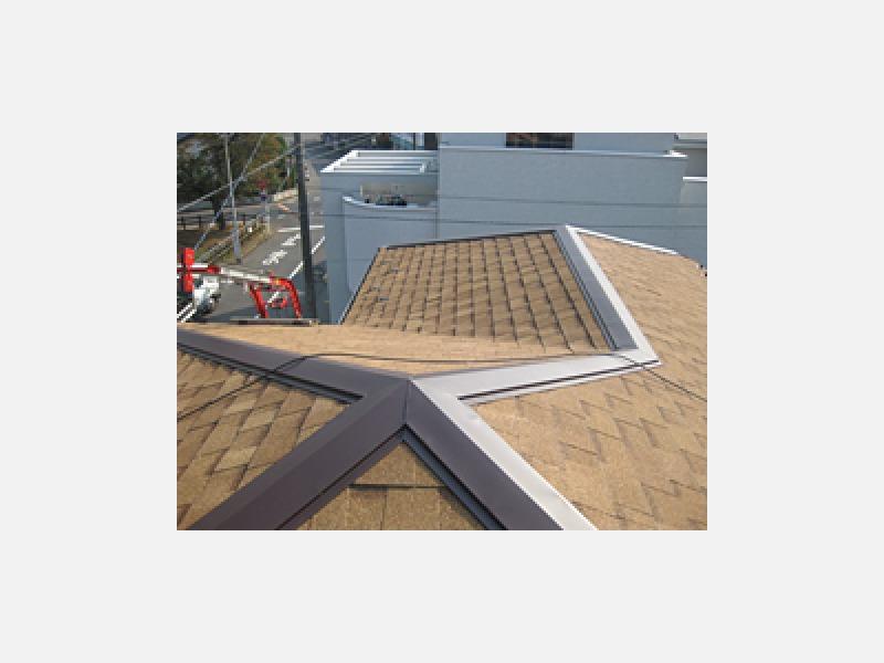 ファイバーグラスシングルの屋根に生まれ変わりました