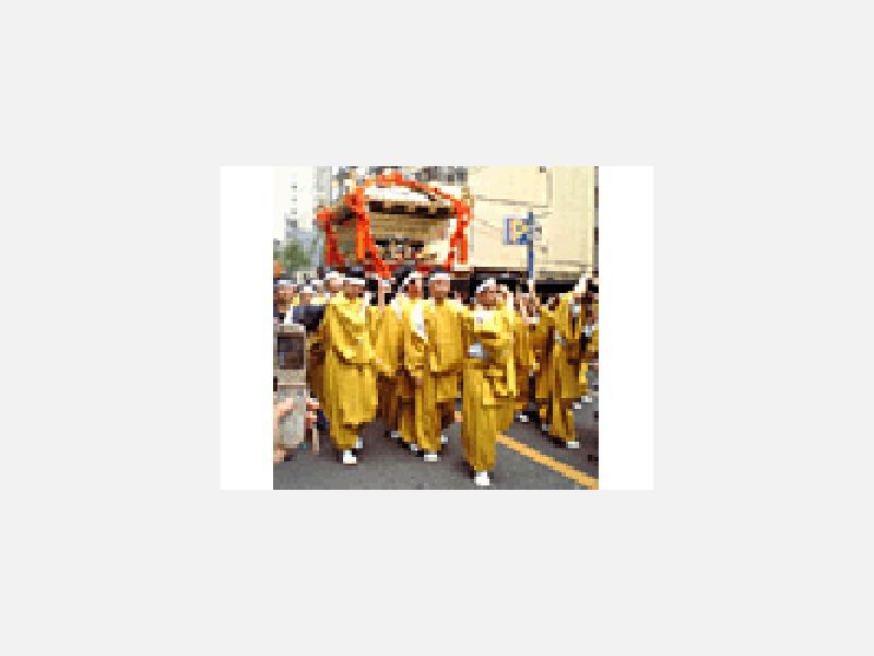 地元根津神社大祭神輿