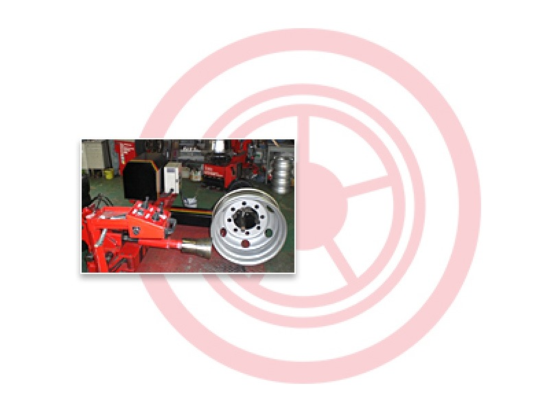 タイヤの販売・卸・買取・修理、すべてお任せください!
