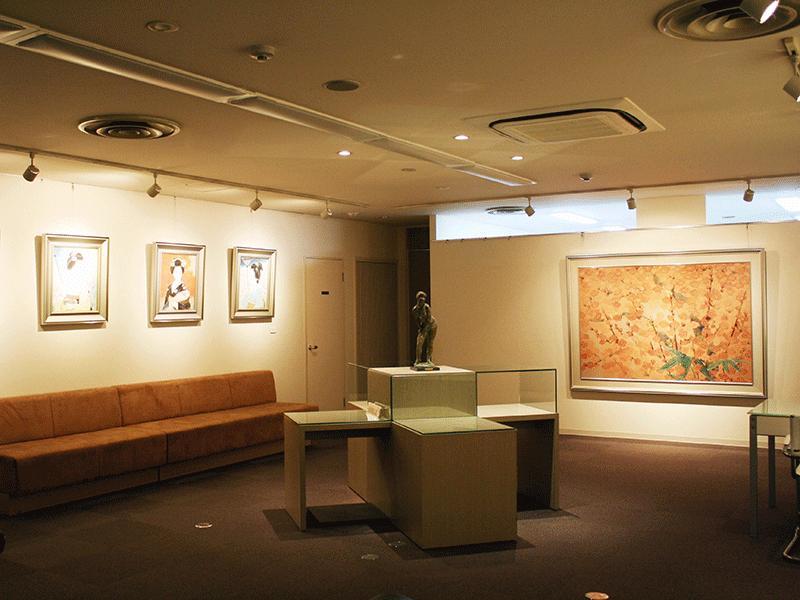 ギャラリーを併設した美術品買取センターです