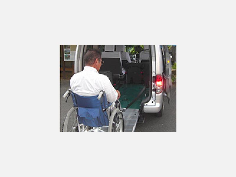 車椅子ごと乗れる福祉タクシー