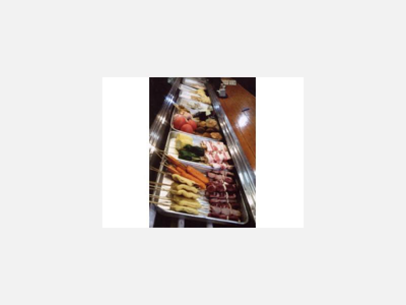 牛・豚・鶏肉・魚貝40種類以上のネタが並びます