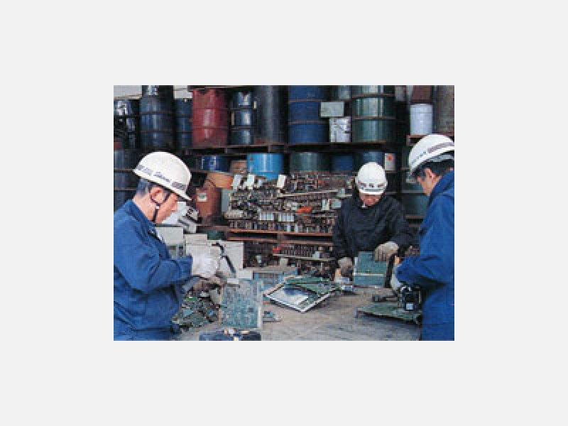非鉄金属を解体・分別し各種資源にリサイクルします。