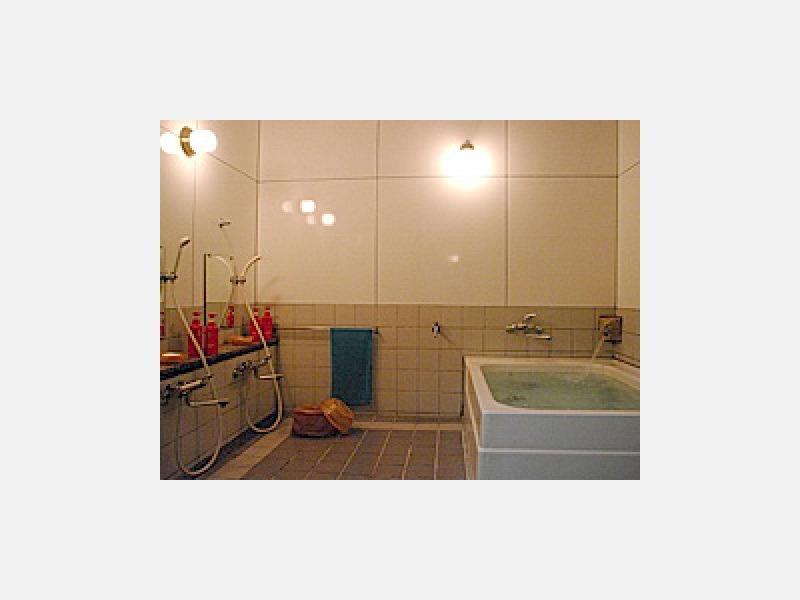 お風呂:ご家族・グループ・女性の方も安心の鍵付です