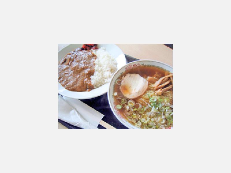 白神飯店人気No.1ラーメンカレーセット950円