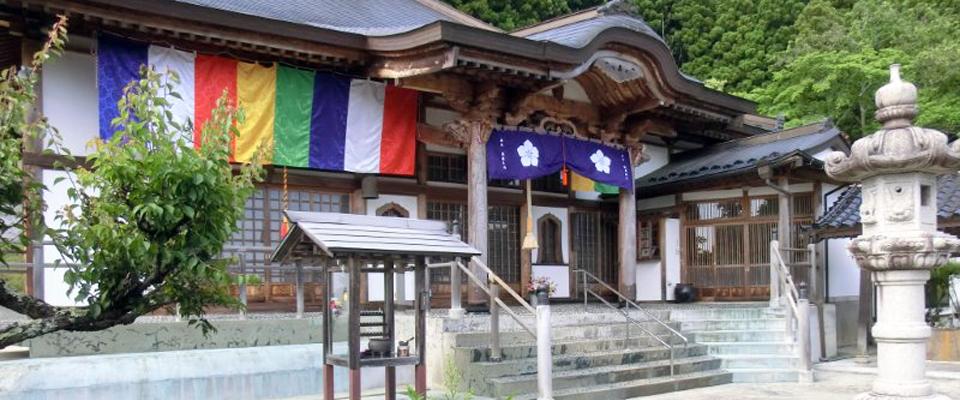 愛宕地蔵尊法蔵寺 山門から本堂を望む