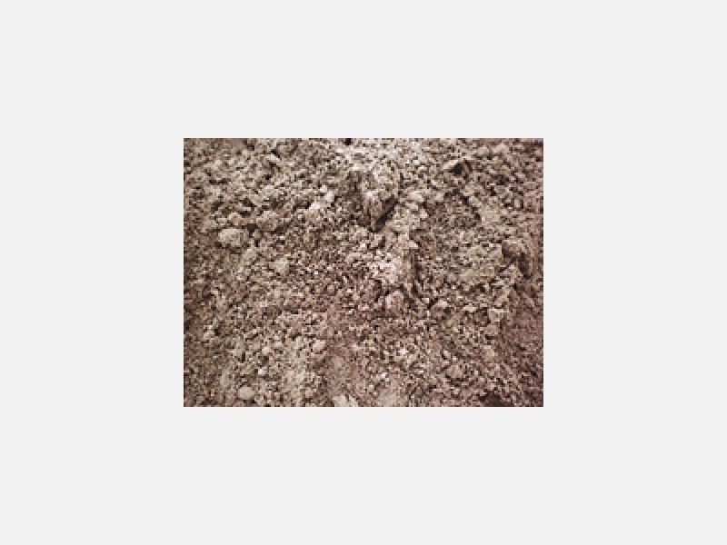 山砂:芝生の下地にご使用頂けます