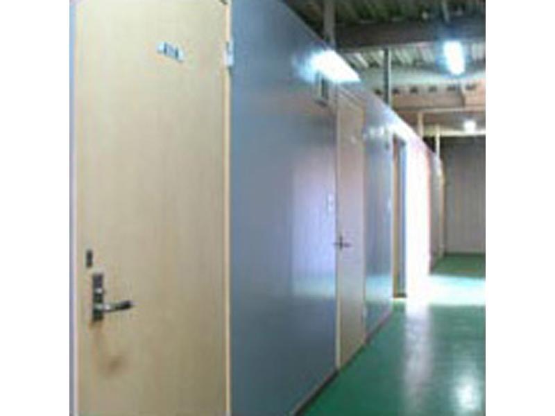 和泉市の室内型トランクルーム 「グランジュ」
