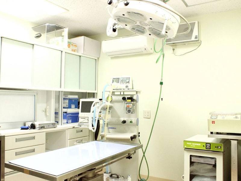 【手術室】 駐車場もございます。