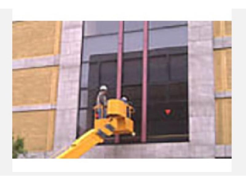 ガラス清掃 ビルなどの高所部分の硝子にも対応
