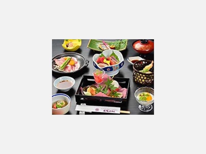 料理「山海の幸の和食膳」 月替りでご用意致します