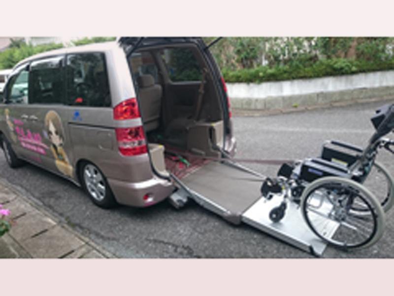 車椅子のままで乗車できます