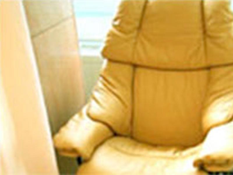 ゆったりとした椅子でゆっくりお話しを聞かせて下さい