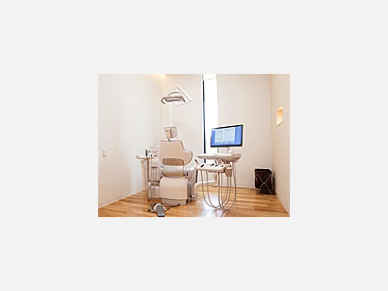 診療ユニットはプライバシーに配慮した半個室仕様となっています