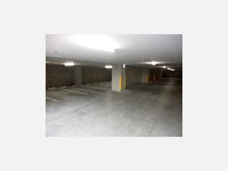 広い屋内駐車場もご用意しております