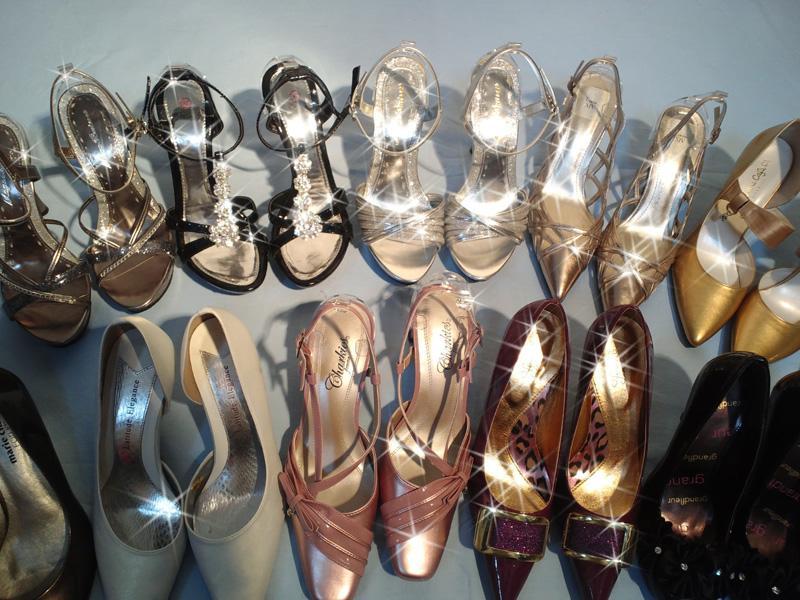 ヒール、パンプス取り揃えています。お好きな靴をお選び下さい。
