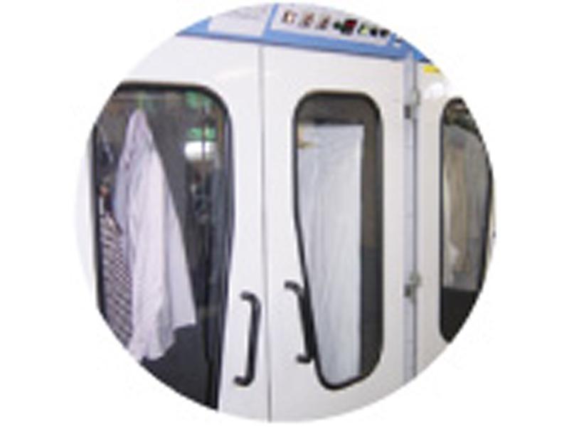 デリケート衣類は1点1点立体静止乾燥機で乾かします