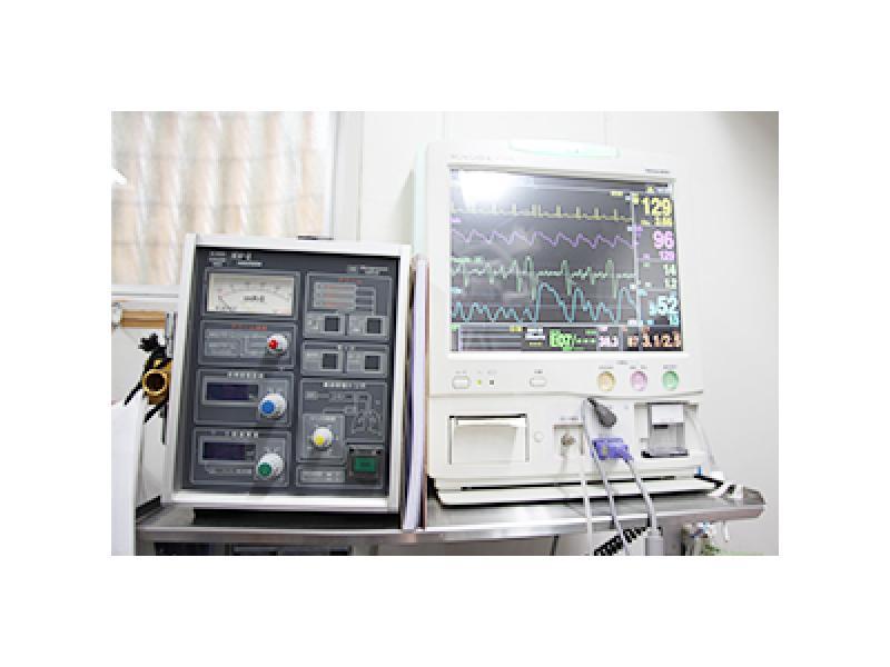 人工呼吸装置と麻酔モニター