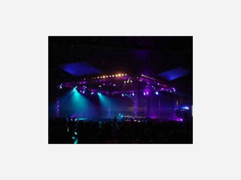舞台照明、ムービング、スモーク各種取り揃えております