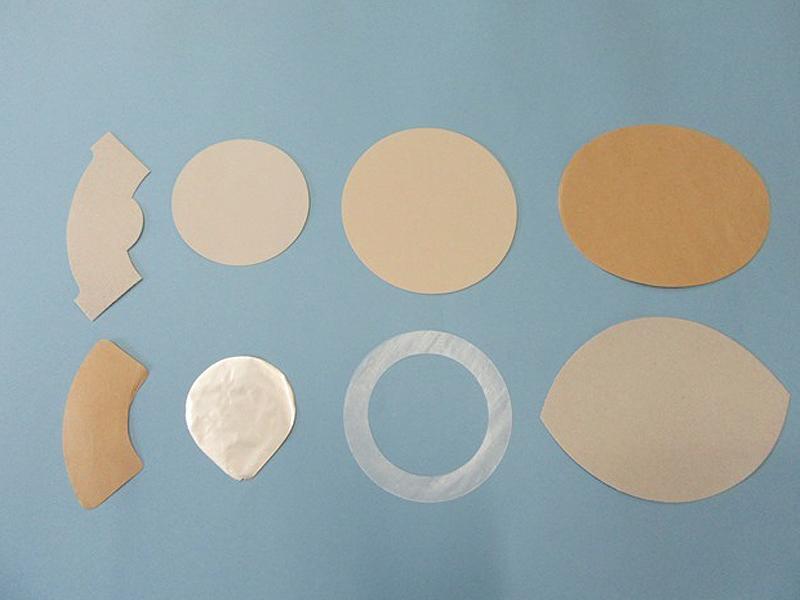 薄物・厚物のポンス抜き、折り加工・穴あけ加工まで対応